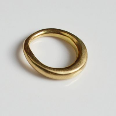 Raw style 18ct wedding ring