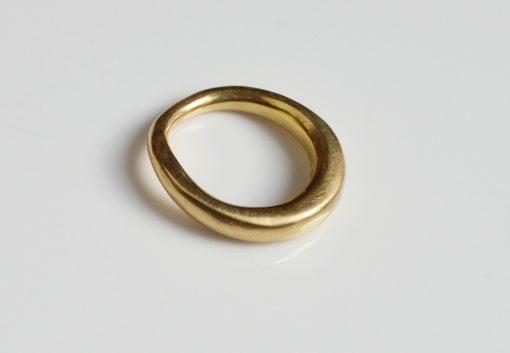 Raw style 18ct wedding ring