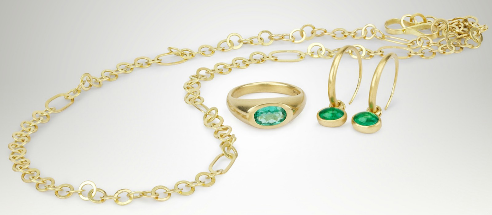 Abby Mosseri gold and emerald engagement ring, wedding jewellery image